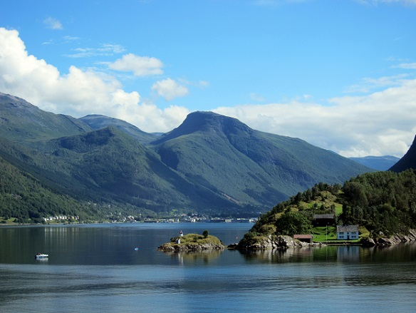 Geirangerfjord - Houses on the approach to the fjord. Copyright © Safari the Globe